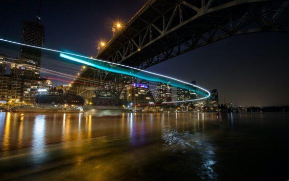 Fotografia noturna pelas ruas de Vancouver